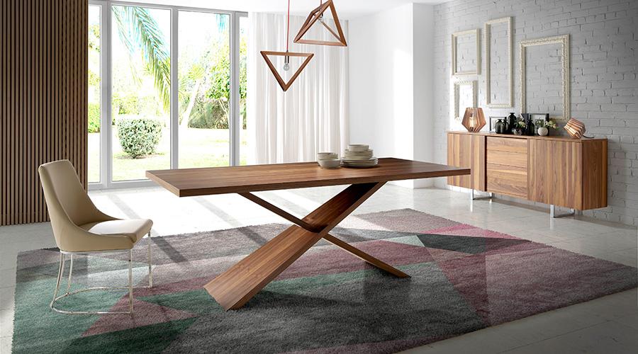 Mesa de salón en madera de nogal americano